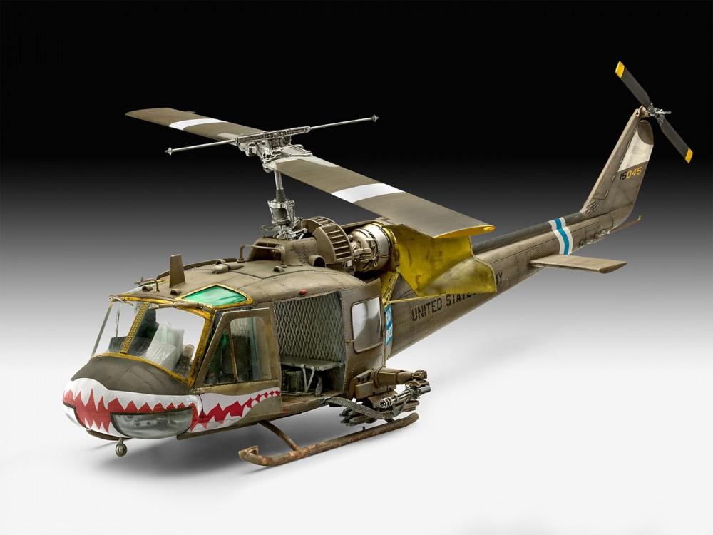 Revell Bell UH-1C Helicóptero 1 35 04960